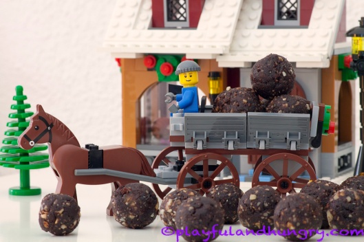 Date Nougat Winter Village